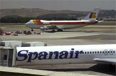 Aviones de Iberia y Spanair en el Aeropuerto de Barajas, Madrid.