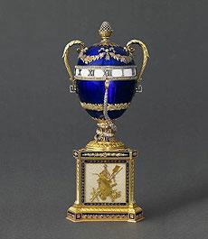 El Huevo Azul Imperial con Serpientes.