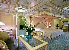 Interior de uno de los opulentos camarotes.