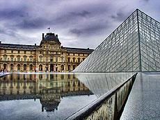 Fachada del museo del Louvre.
