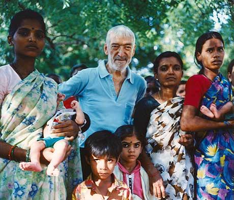 Vicente Ferrer en Annantapur. | Foto: César Lucada / Fundación VIcente Ferrer.