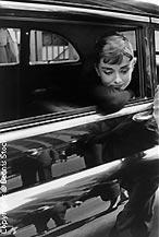 Audrey Hepburn en un descanso del rodaje de Sabrina, de Billy Wilder, en 1954. © Dennis Stock