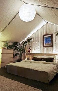 Cama king size, aire acondicionado, baño privado... por 5.000 dólares.