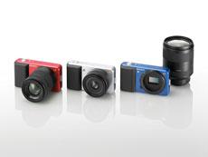 Prototipos de Sony Alpha Compact, con los tres colores en que el modelo será comercializado.