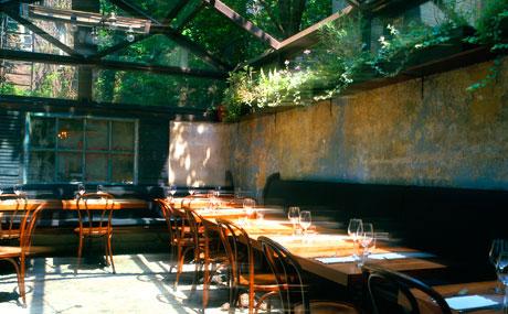 August, en el West Village, es el mejor restaurante para esconderse del frío en otoño.
