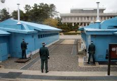 Los dos barracones de Naciones Unidas.