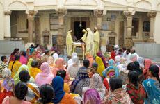 Ceremonia en un templo jainista.