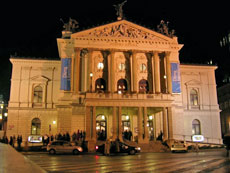 El palacio de la Ópera.