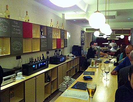 Mui, un espacio gastronómico imprescindible, en la calle Ballesta.