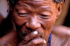 Un hombre bosquimano. / Survival