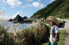 Un nativo contempla el paisaje de Lanyu.